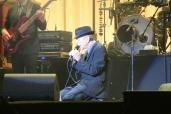 Leonard Cohen on his knees