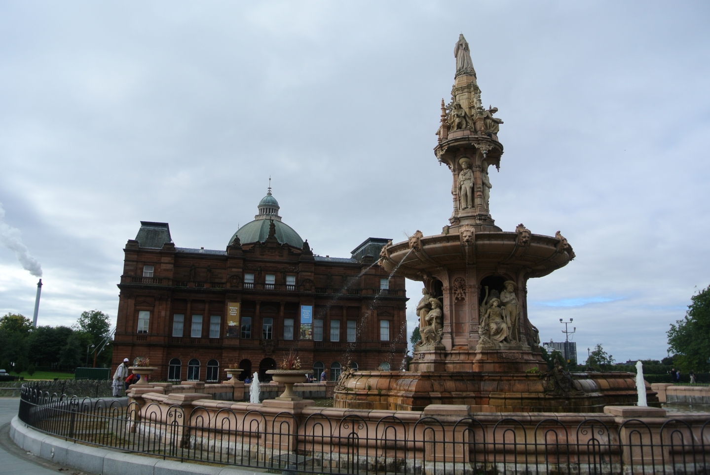 Doulton Fountain and People's Palace, Glasgow Green