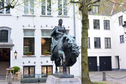 Mary of Burgundy, Muntplein