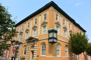 Farmers' and Merchants' Bank building