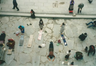 Prostrating pilgrims at the Jokhang