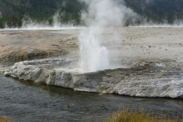 Cliff Geyser, Black Sand Basin