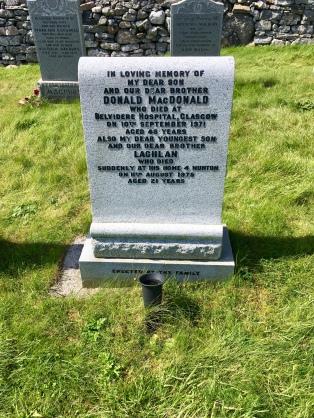 Teampall Mhoire graveyard