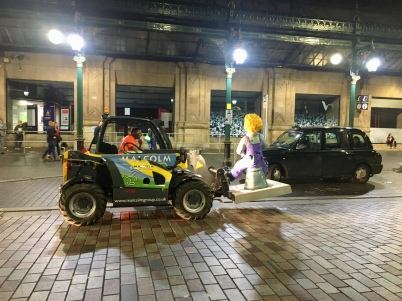 Wullie arriving outside Central station