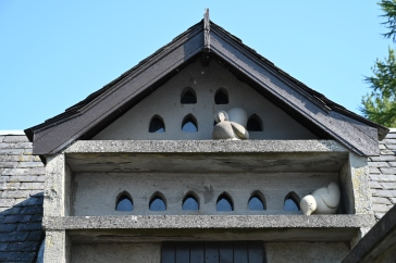 Carved doves and doocot