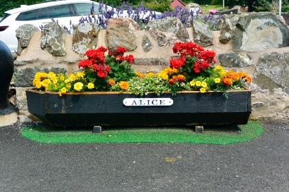 Burnmouth memorial planter
