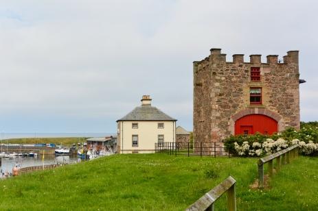 Nisbet's Tower and Gunsgreen House
