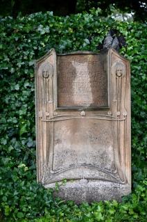 Reid headstone by CR Mackintosh