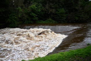 River Kelvin weir