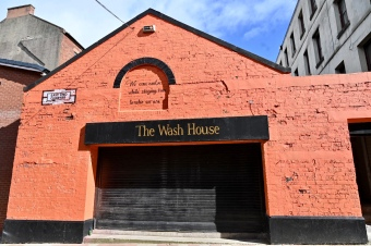 Wash House, Barras